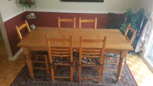 Set salle à manger érable massif / Table et 8 chaises