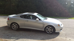 Hot Sporty Hyundai Tiburon Coupe