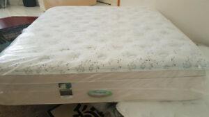 New King Mattress With Base. Simmons Pillow Top