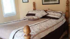 Knotty Pine Four Poster Queen Size Bed