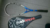 raquette de squash BLACK KNIGHT (neuf 59$) + cordage neuf