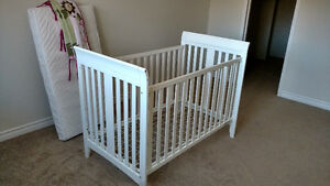 Baby Crib with mattress and bumper pads