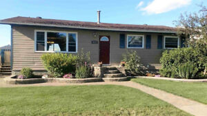 Perfectly Priced Home in EVANSBURG! Spacious/Family/Entertain!