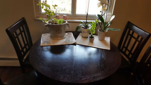 Round Table with Extendable Leaf and 4 Chairs