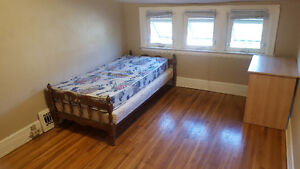 Rooms for rent near University of Windsor
