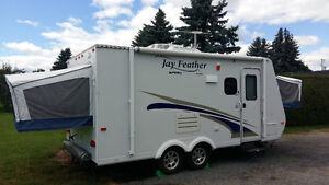 Roulotte hybride Jayco Jay Feather X18D  2011, 3 lits queen