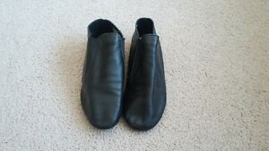 Size 4M Capezio Jazz Shoes