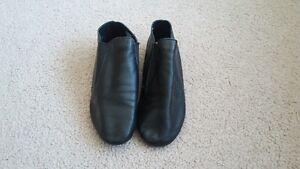 Size 4M Capezio Jazz Shoes