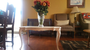 White vintage coffee table (small)