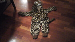 Halloween leopard jacket and pants size 3