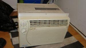 window air conditionner/climatiseur de fenetre