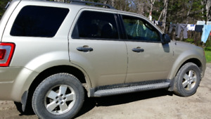 FOR SALE 2010 FORD ESCAPE 4X4 V6