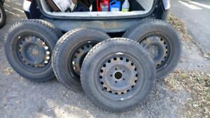 4 jantes 16 pouces avec 2 pneus Bridgestone 215/70/R16