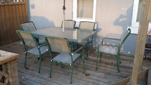 Green patio set (seats 6)
