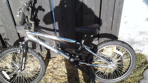 Vélo bmx haro