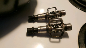Crank brothers egg beater 2 pedals with shimano shoes