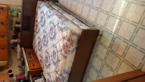 Excellent condition double mattress & box spring/ can deliver