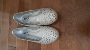 Sparkly girl dress shoes