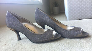 NINE WEST SHIMMERING SILVER/GOLD mid high heels AND Purse