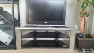 Toshiba 32 inch 720p LCD FLATPANEL TV with TV STAND CHEAP! $80