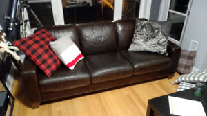 Beautiful Brown Leather Couch and Loveseat for Sale