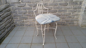 STEEL ACCENT DRESSING CHAIR