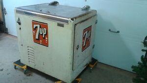 7up pop machine/cooler