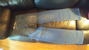 Women pants: Levis, Guess, Abercrombie. Brand New!