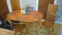 Maple dining table 4 chairs 2ext / Erable table cuisine 4chs 2ex