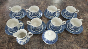 Tea Cups and Saucers (8-piece)