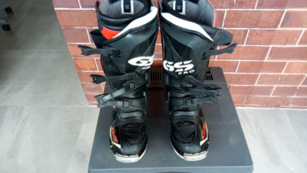BMW gs Pro Motorcycle Boots Bargain White Gum Valley Fremantle Area Preview