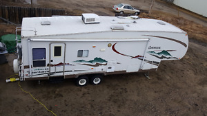 2005 Coachmen Chaparral 277DS 32ft 5th Wheel Trailer