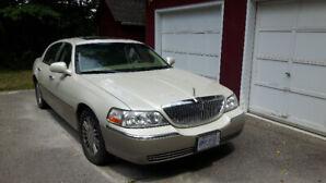 2004 Lincoln Town Car Designer Sedan