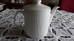 PORCELAIN CHINA TEAPOT,  IVORY - MADE IN ENGLAND