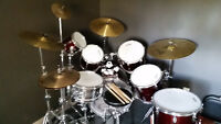Awesome Drum Kit! 2 Extra toms!