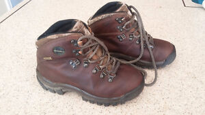 Merrell leather hiking boots kids size 13 London Ontario image 1