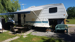 1998 Gulfstream 26ft 5th wheel trailer