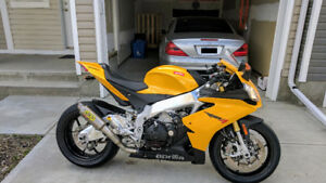 2013 Aprilia RSV4 R APRC ABS with only 8,400 KMs - PRICE NEGO