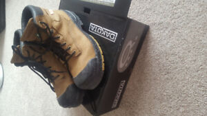 almost new dakota construction  boots.