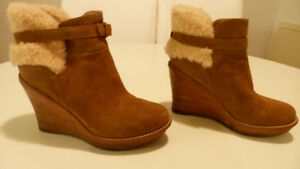 UGG - USA/CAN=8 --UK=6.5 --EU=39 EXCELLENT ETAT