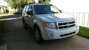 Reliable v6 4x4 white 2011 Ford escape 130k