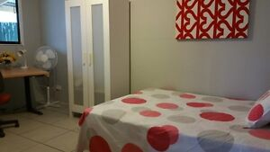 Large room with double bed perfect for international student Kangaroo Point Brisbane South East Preview