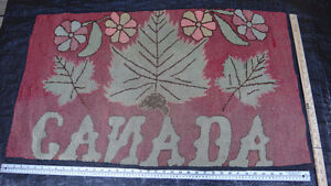Antique hooked rug with Canada Motif West Island Greater Montréal image 2