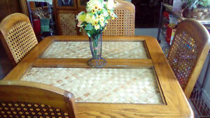 matching kitchen table with 4 chairs and china cabinet Belleville Belleville Area image 2
