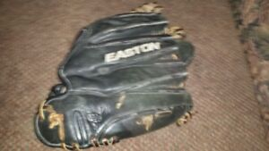USED  EASTON  RIGHT  HAND  BASEBALL  GLOVE