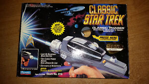 Star-Trek-Classic-Phaser-Starfleet-from-Playmates-NEW-in-Box!!!!