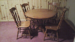"Dining Solid maple 60"" ROUND TABLE and 4 chairs"