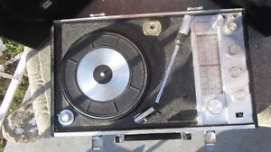 Vintage Portable radio, record player, amp & speakers in case London Ontario image 2