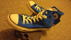 Almost new condition, blue size 7 Converse chuck high top Windsor Region Ontario image 2