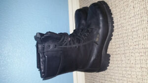 Insulated Gortex Black Leather Boots Composite Toe size 8.5 mens